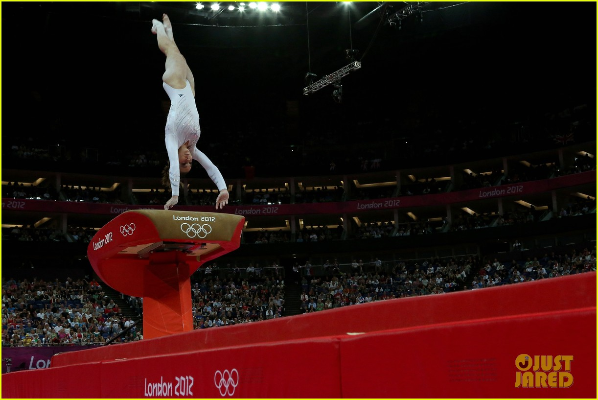 mckayla maroney falls during vault finals wins silver medal 072697516