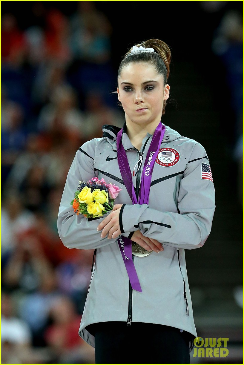 mckayla maroney falls during vault finals wins silver medal 112697520