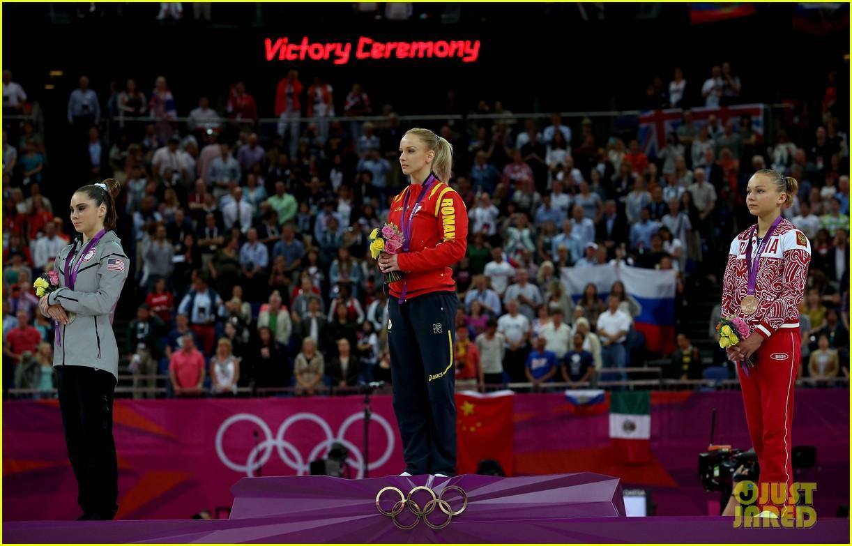 mckayla maroney falls during vault finals wins silver medal 132697522