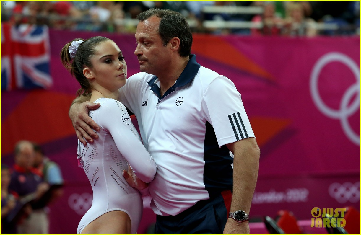 mckayla maroney falls during vault finals wins silver medal 142697523