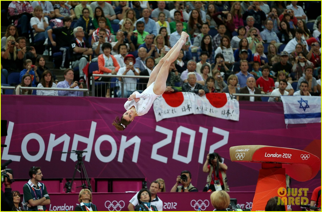 mckayla maroney falls during vault finals wins silver medal 182697527