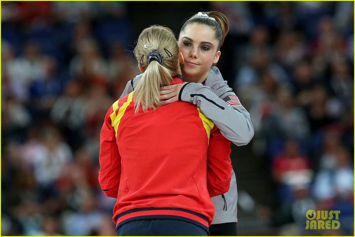 mckayla maroney falls during vault finals wins silver medal 202697529