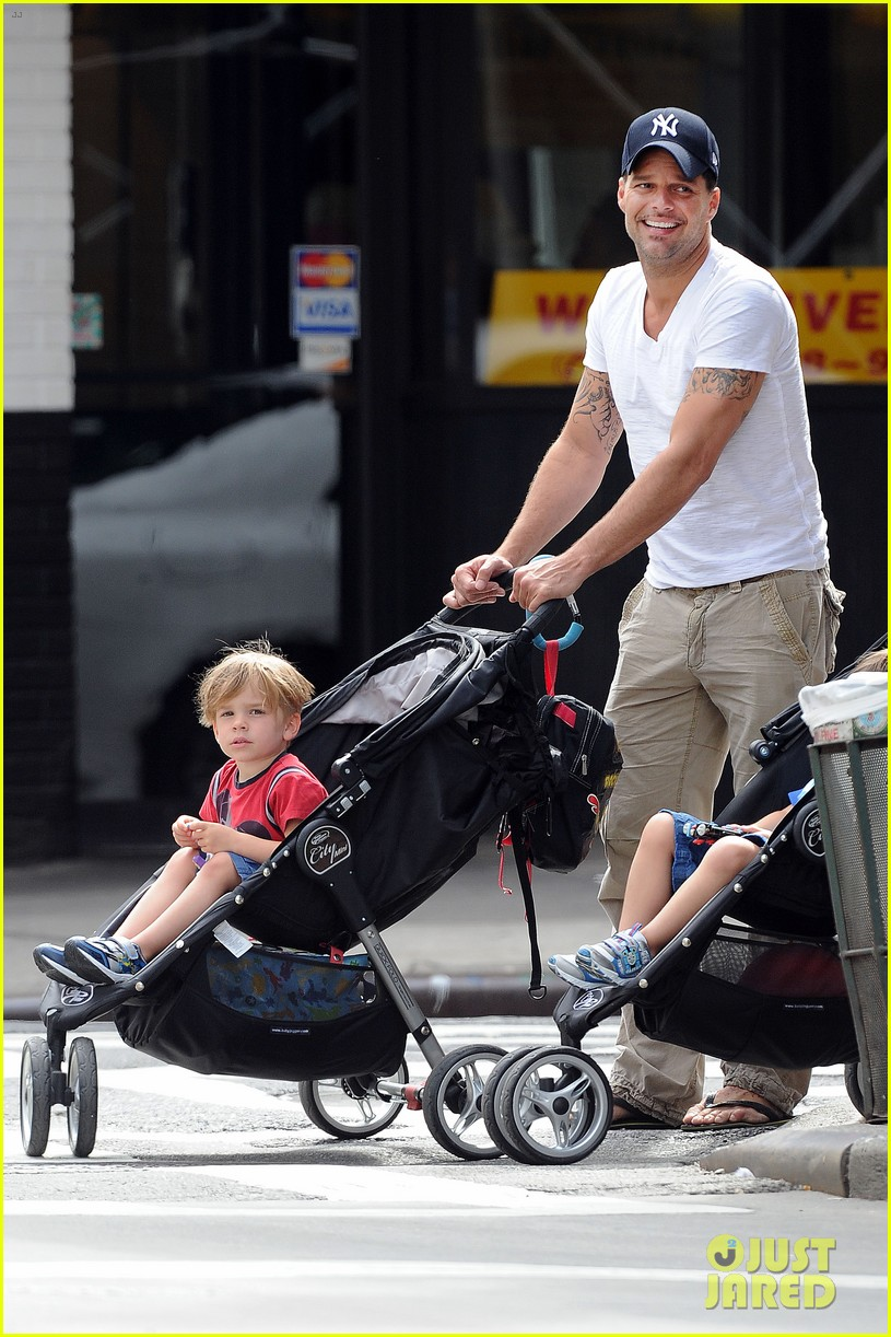 ricky martin pizza stop with grandpa and the twins 012705287