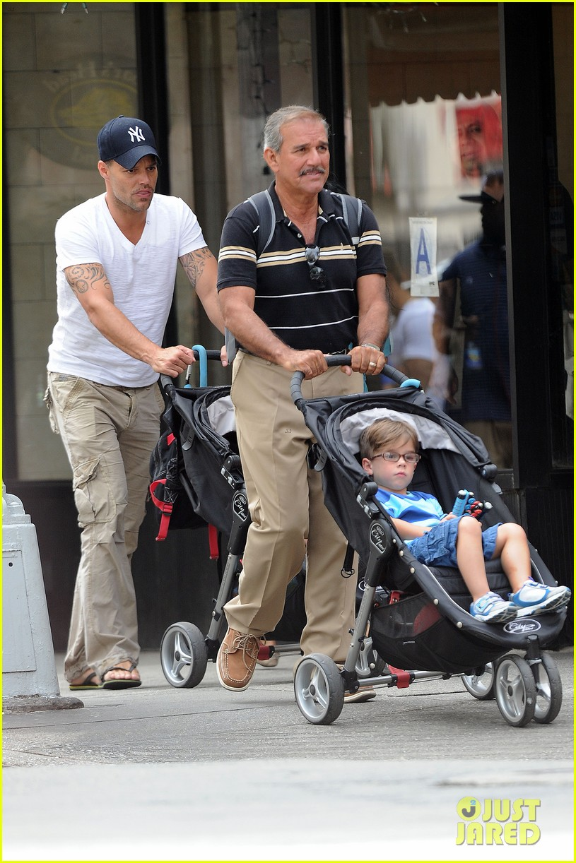 ricky martin pizza stop with grandpa and the twins 032705289