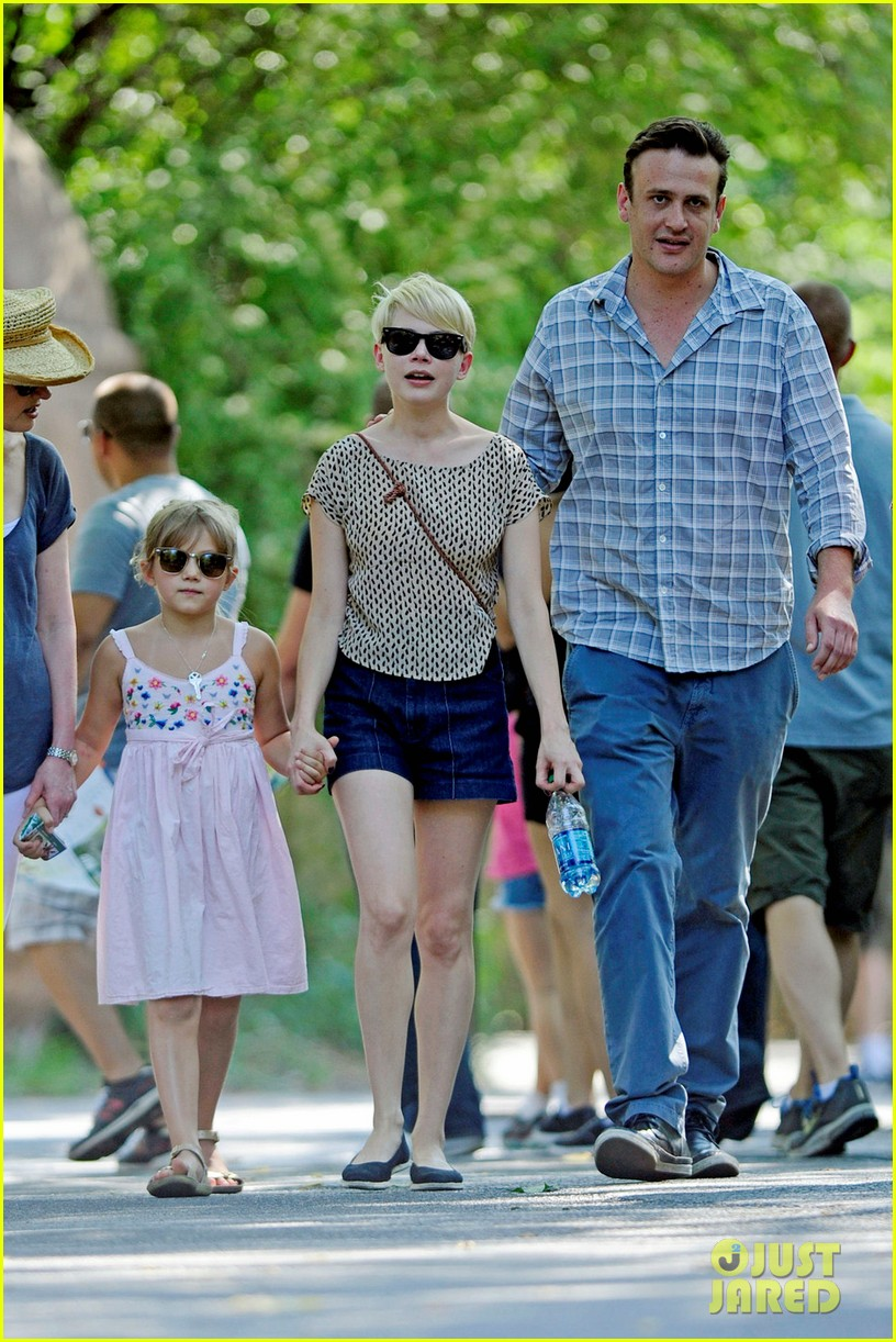 michelle williams bronx zoo jason segel matilda ledger 052711978