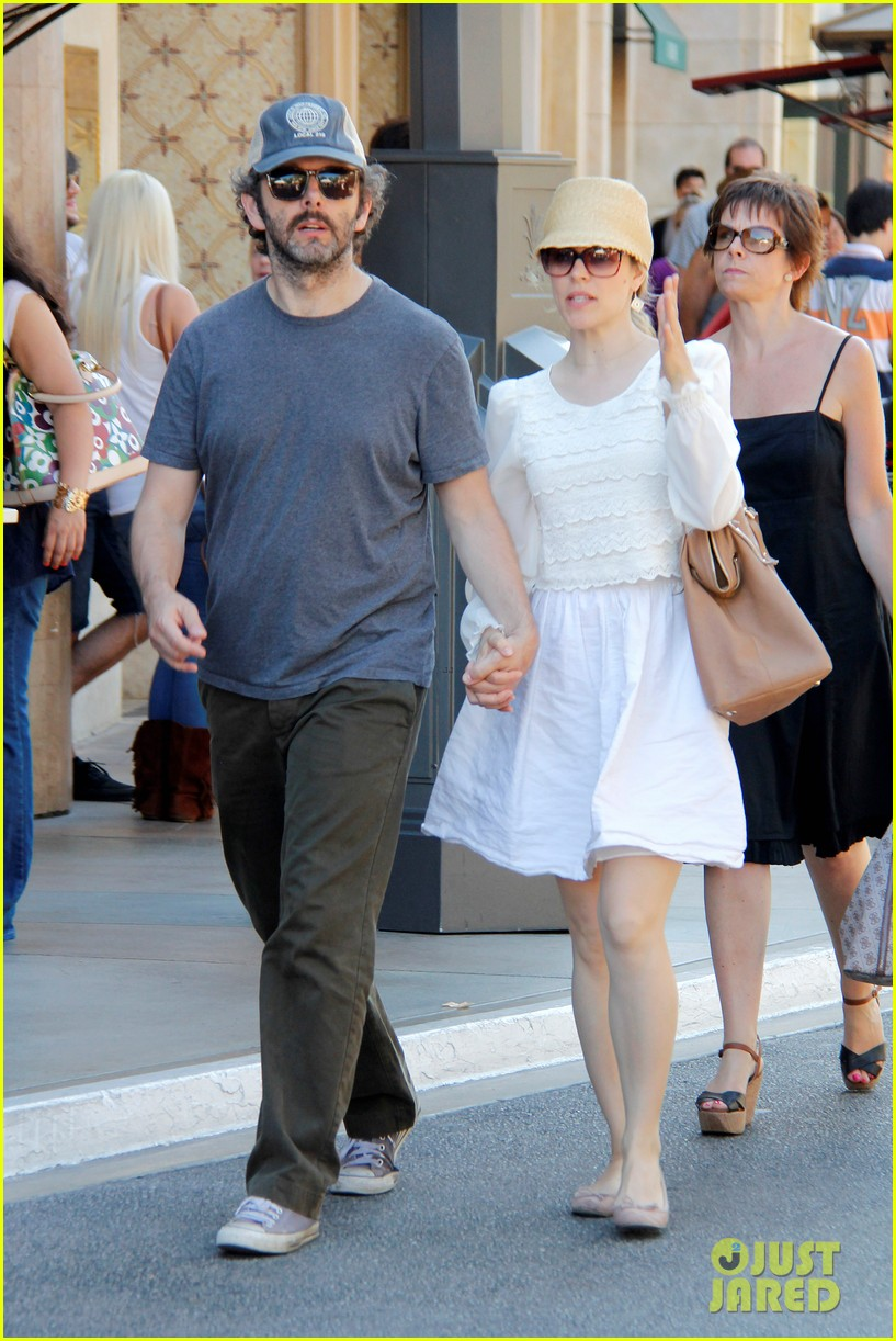 rachel mcadams michael sheen hold hands at the grove 06