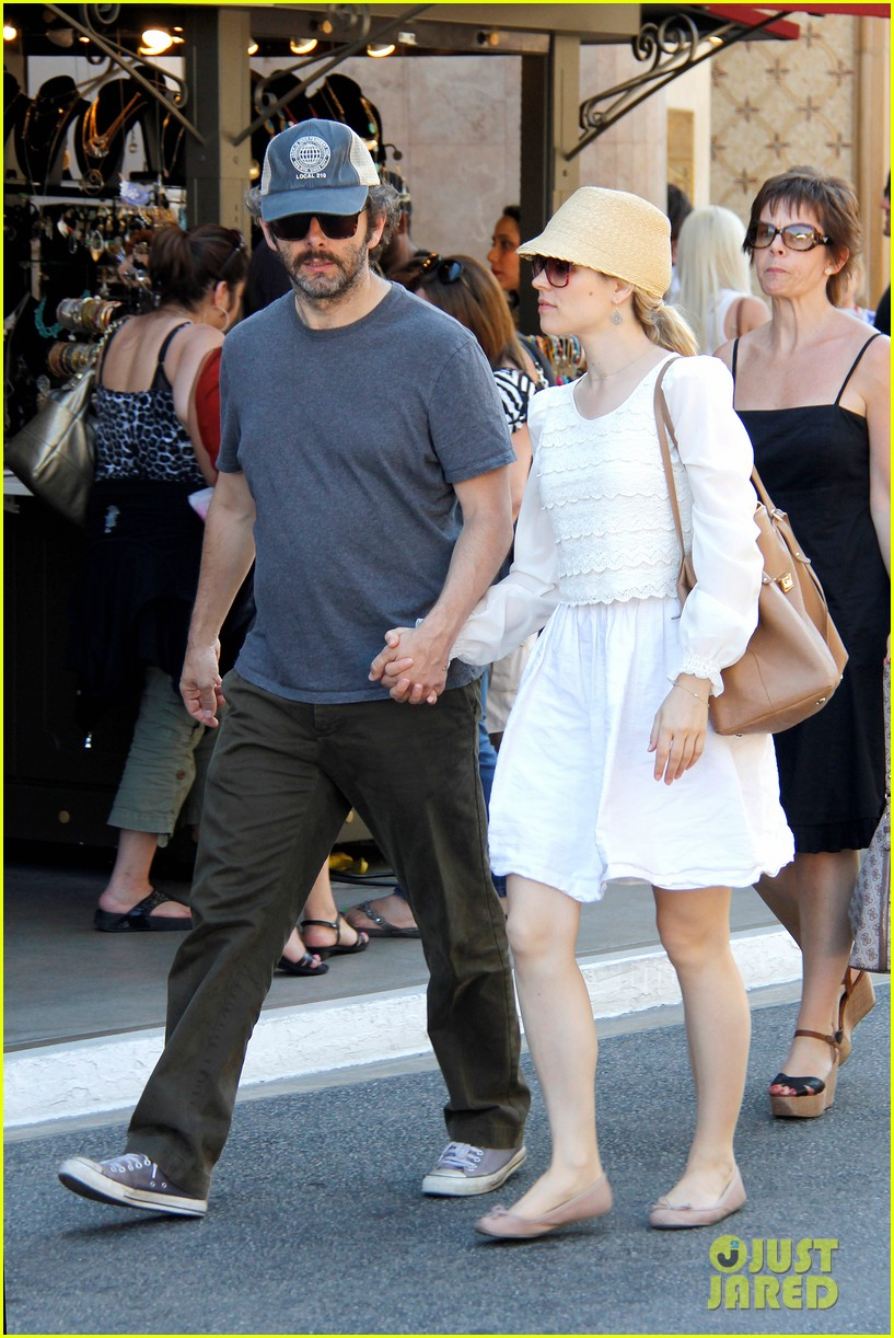 rachel mcadams michael sheen hold hands at the grove 082697537
