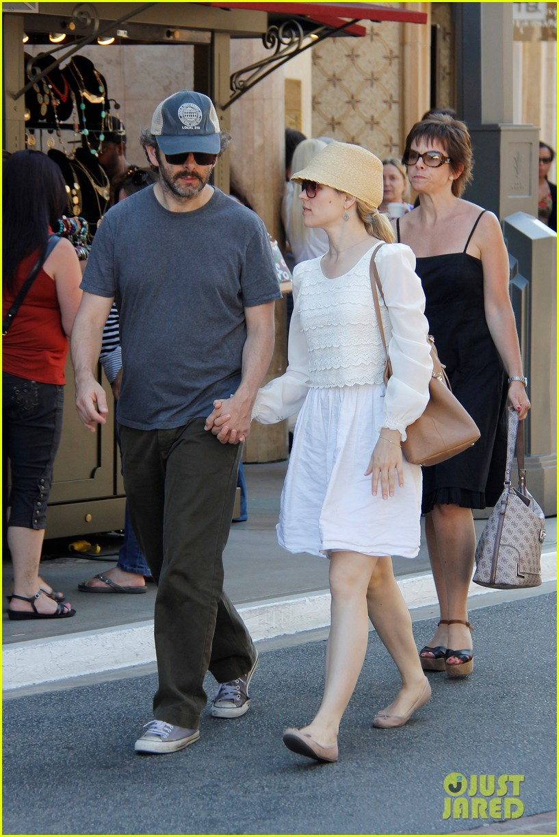 rachel mcadams michael sheen hold hands at the grove 11