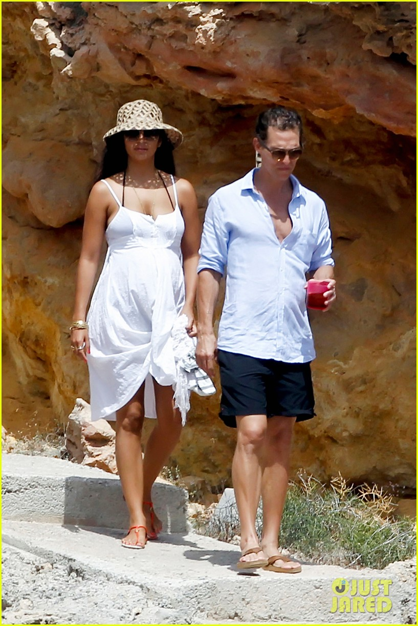 matthew mcconaughey camila alves ibiza vacation 10