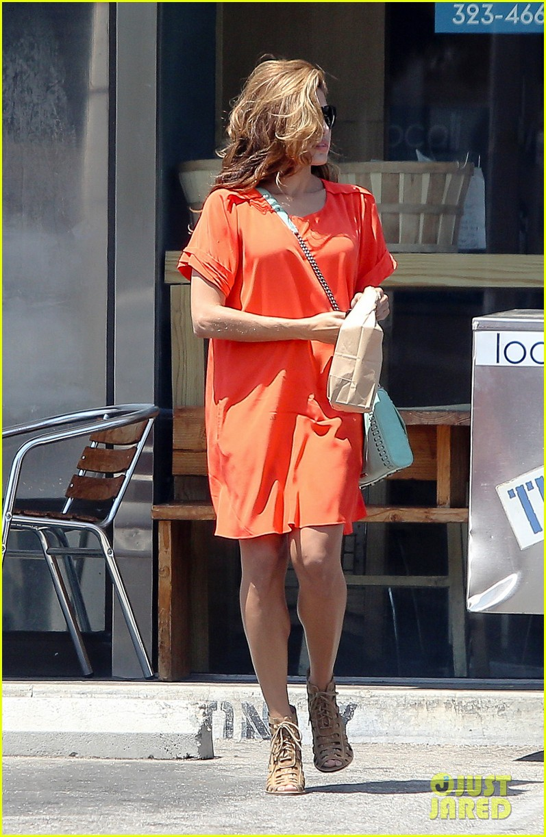 eva mendes beverly hills dog walker 032696058