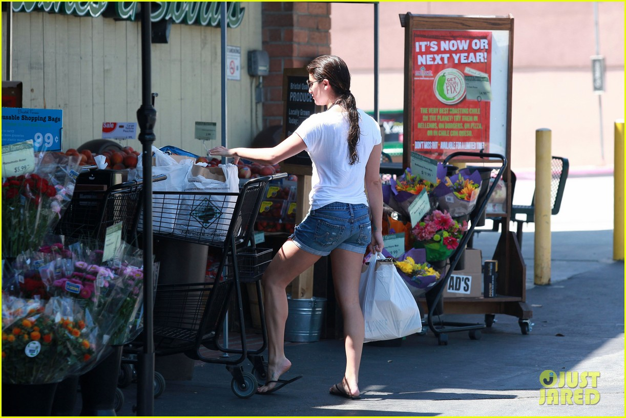 lea michele birthday grocery run with cory monteith 162710617