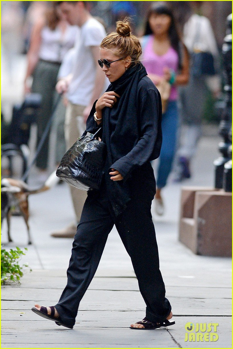 mary kate olivier sarkozy leave apartment 052705693