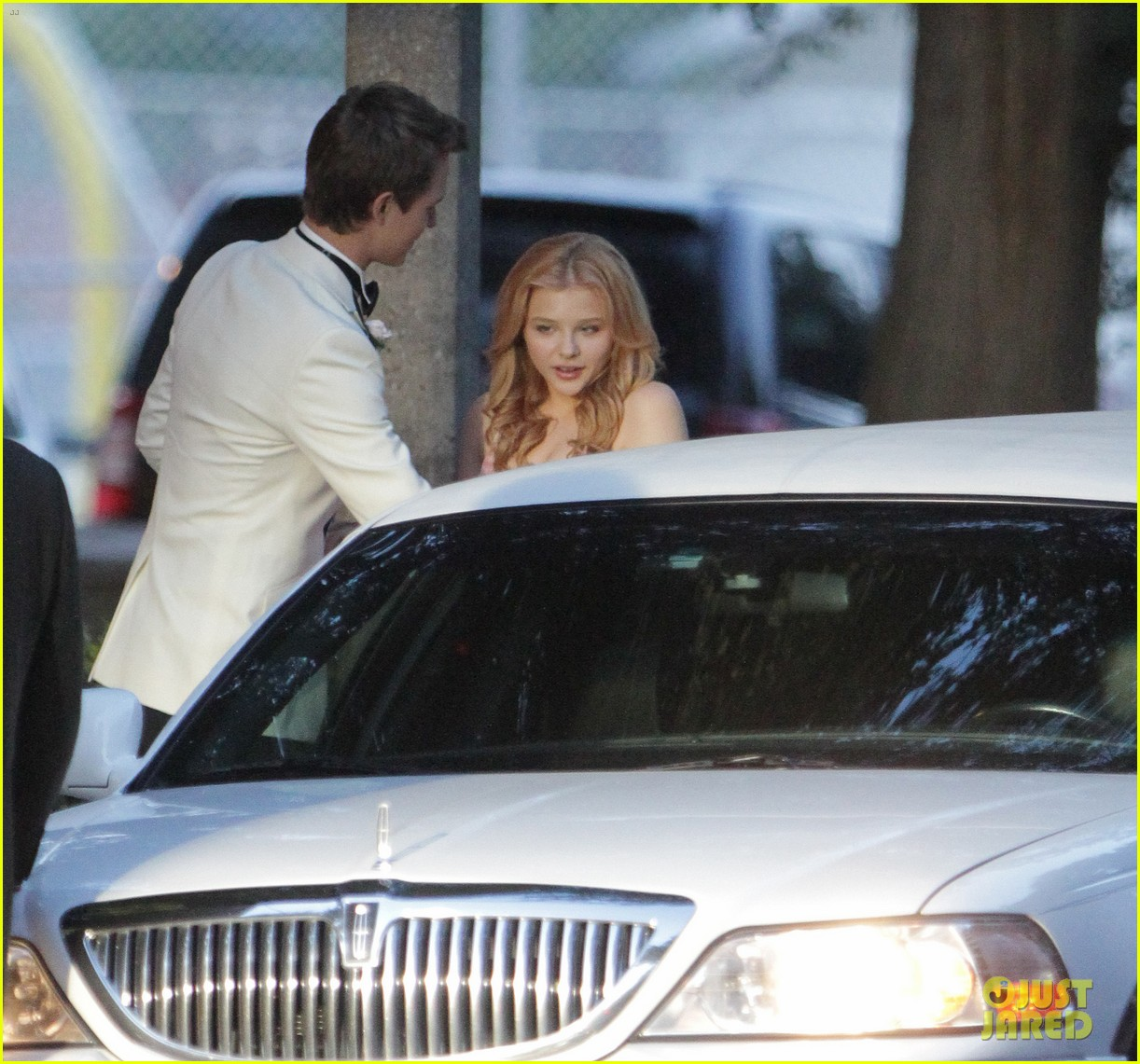 chloe moretz blood soaked on carrie set 282708381