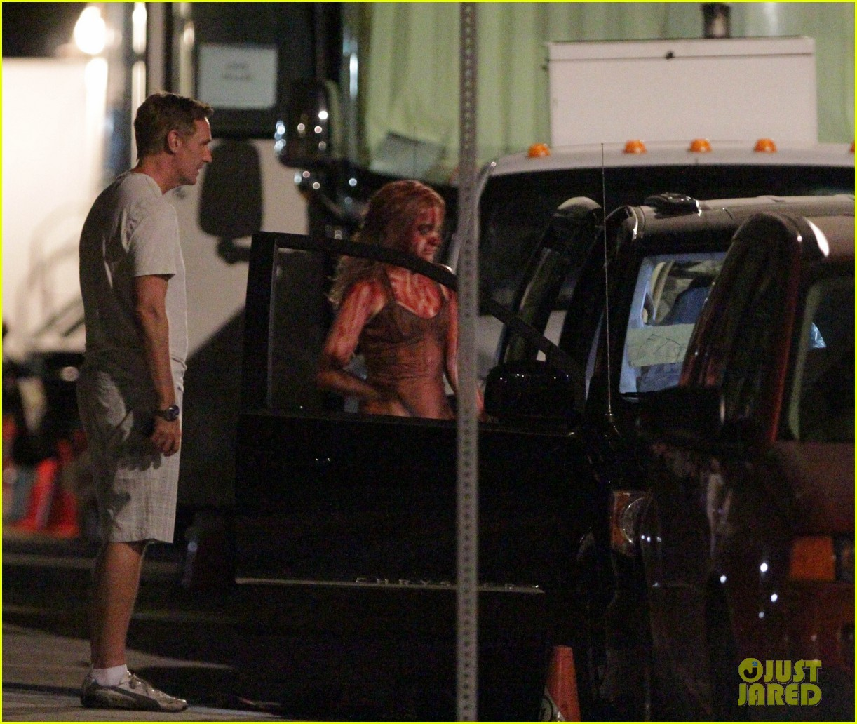 chloe moretz blood soaked on carrie set 372708390