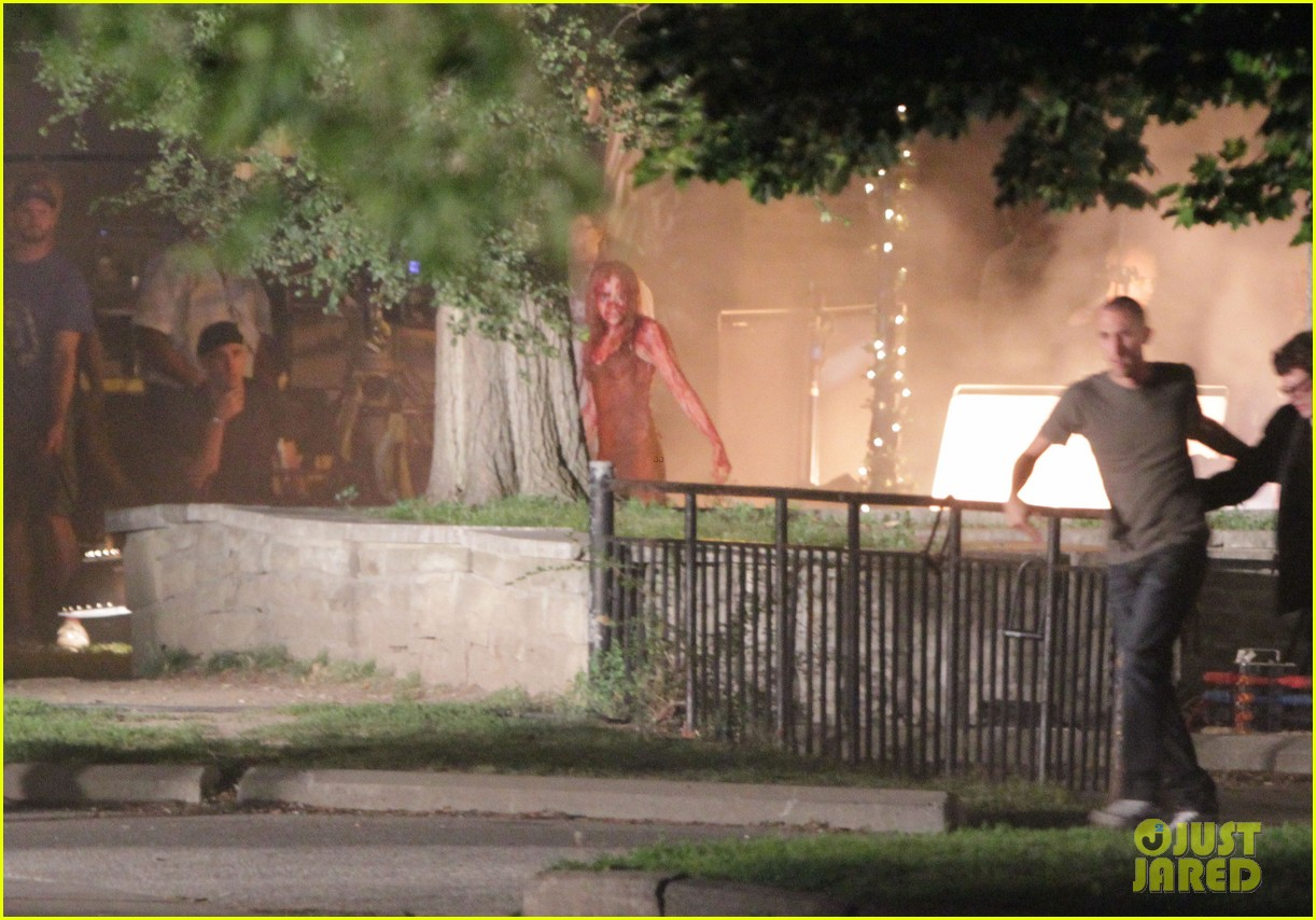chloe moretz blood soaked on carrie set 392708392