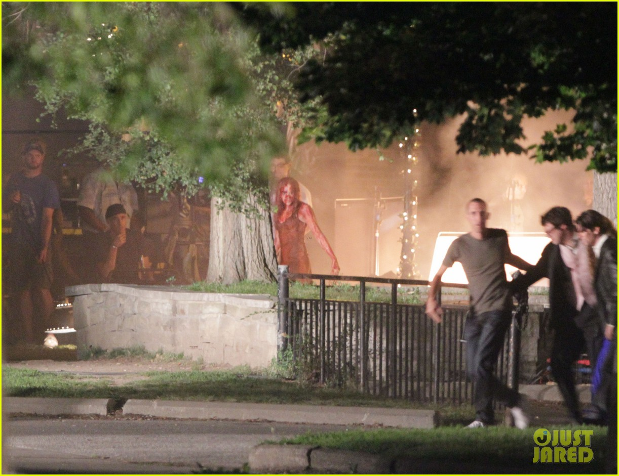 chloe moretz blood soaked on carrie set 40