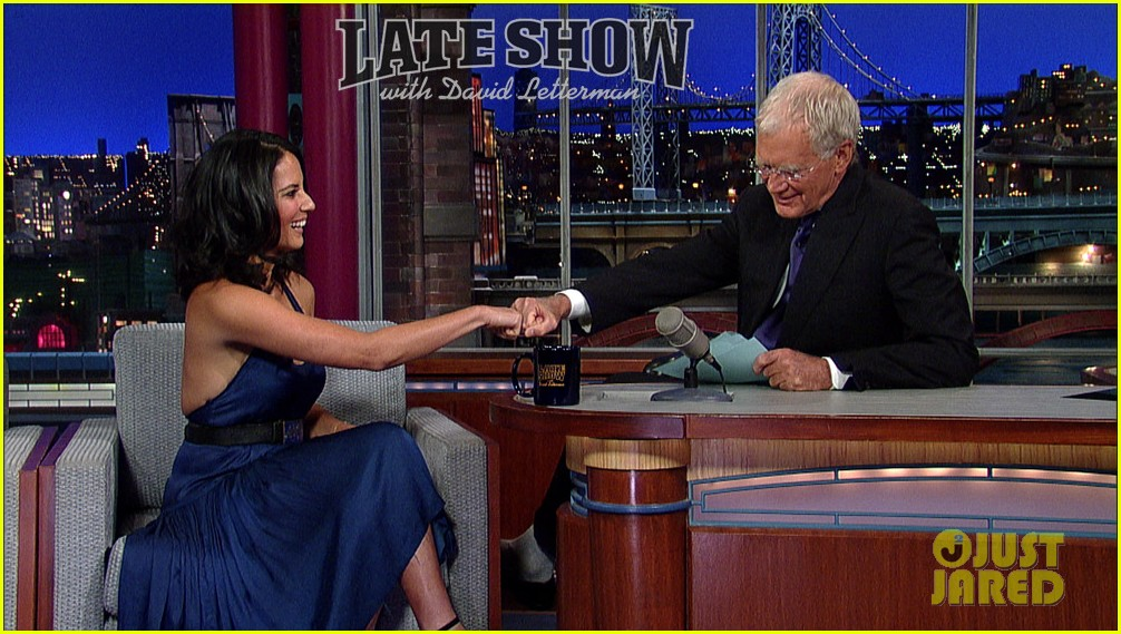 olivia munn fist bump david letterman 012705810