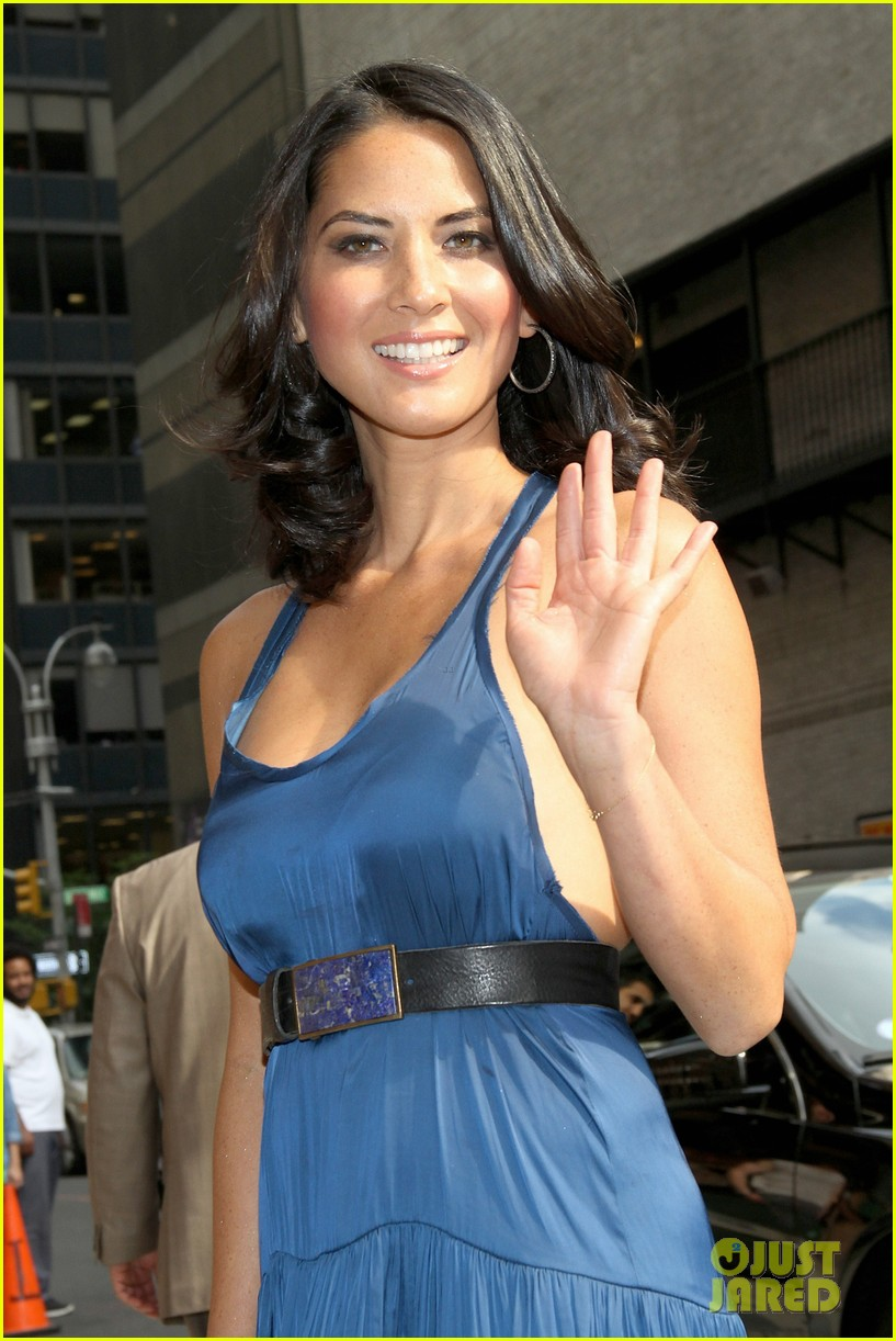 olivia munn fist bump david letterman 212705830