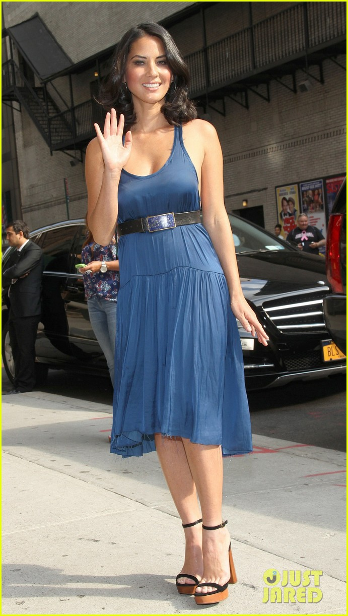 olivia munn fist bump david letterman 242705833