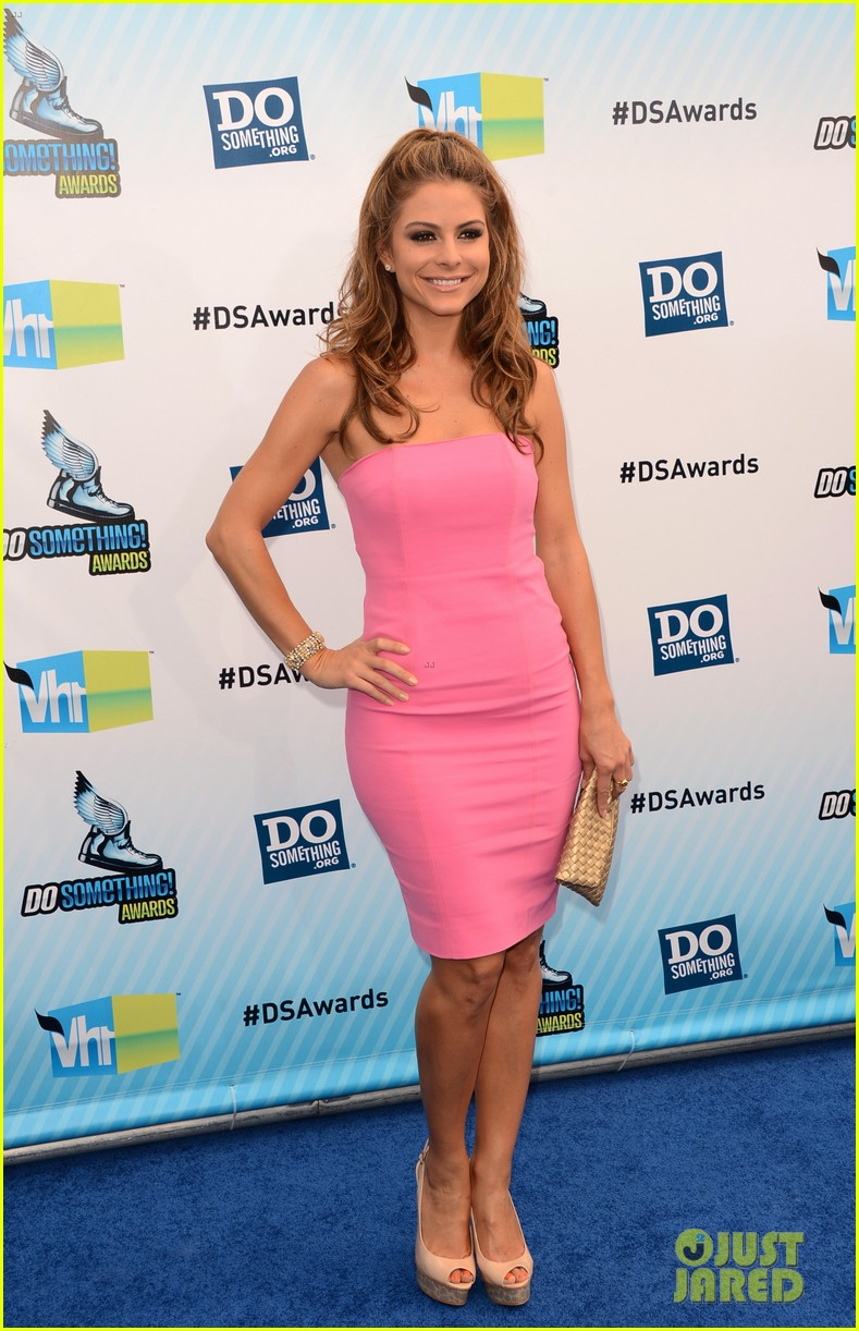 kelly osbourne maria menounos do something awards 2012 blue carpet 29