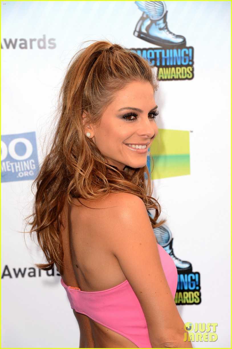 kelly osbourne maria menounos do something awards 2012 blue carpet 32