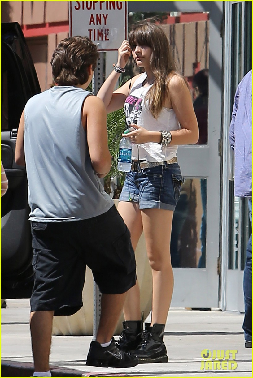 paris jackson out shopping 02
