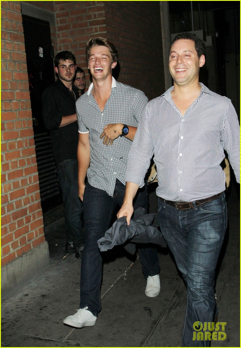 patrick schwarzenegger london nightclub with sis katherine 09