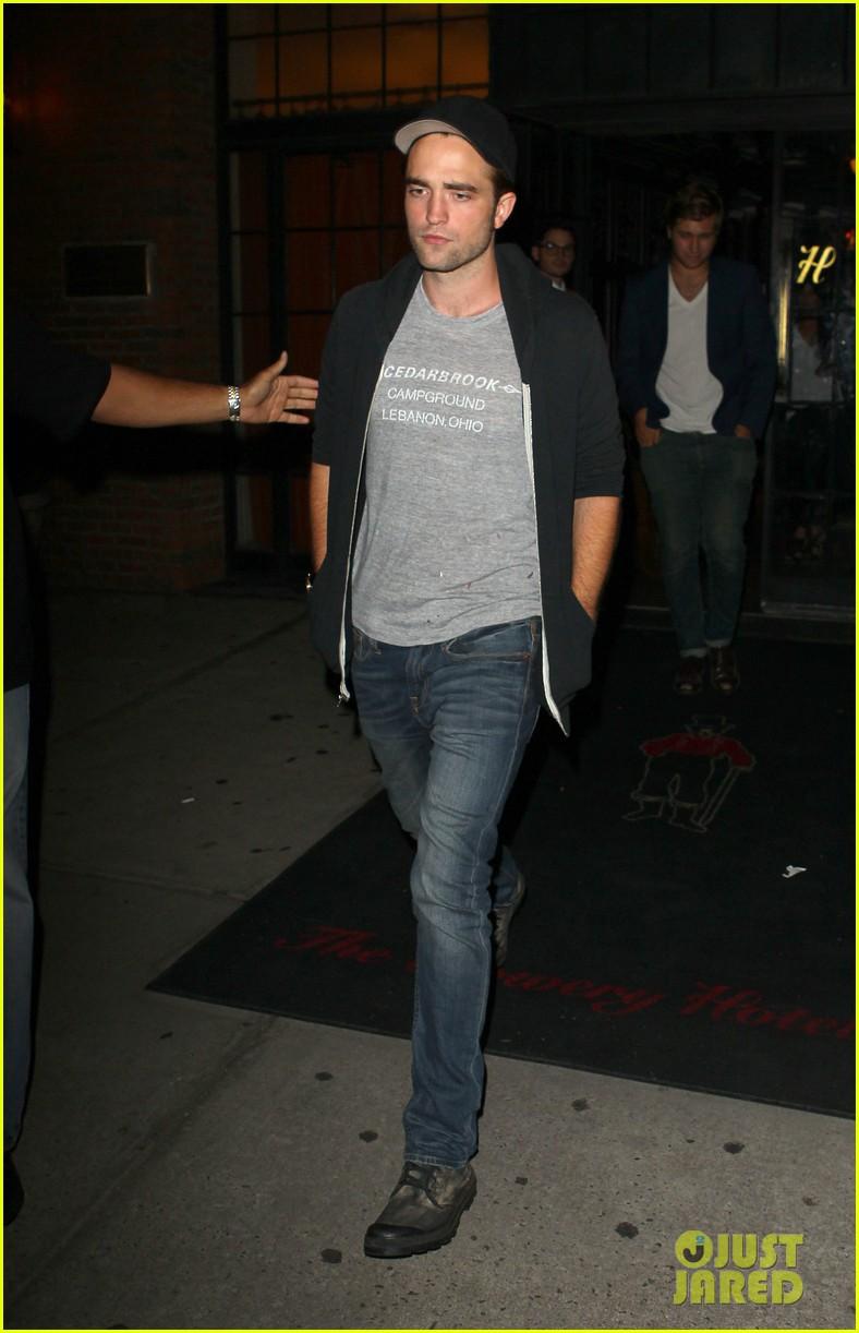 Robert Pattinson noite aldeia a leste de fora 03