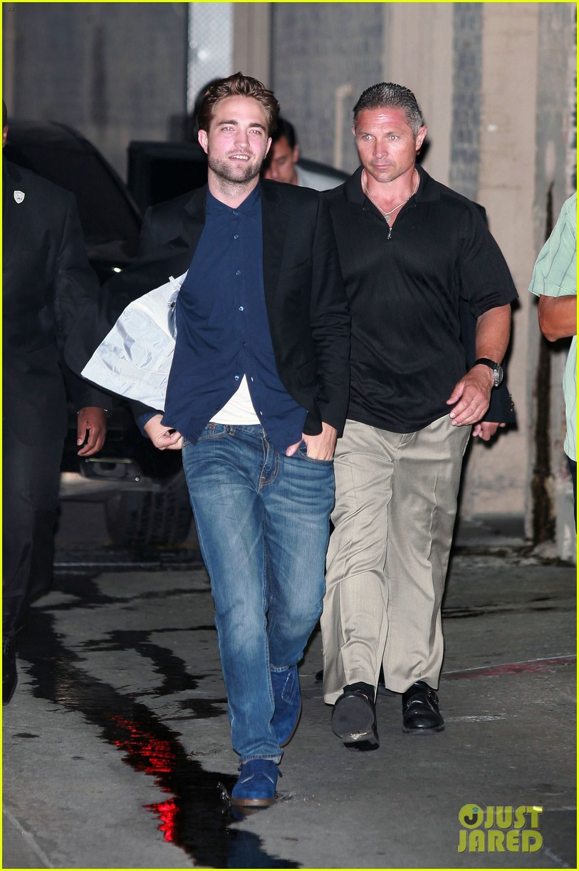 robert pattinson jimmy kimmel live appearance 01