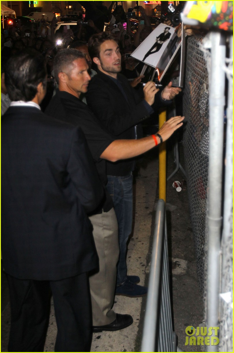 robert pattinson jimmy kimmel live appearance 16