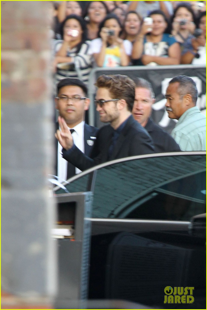 robert pattinson jimmy kimmel live appearance 32
