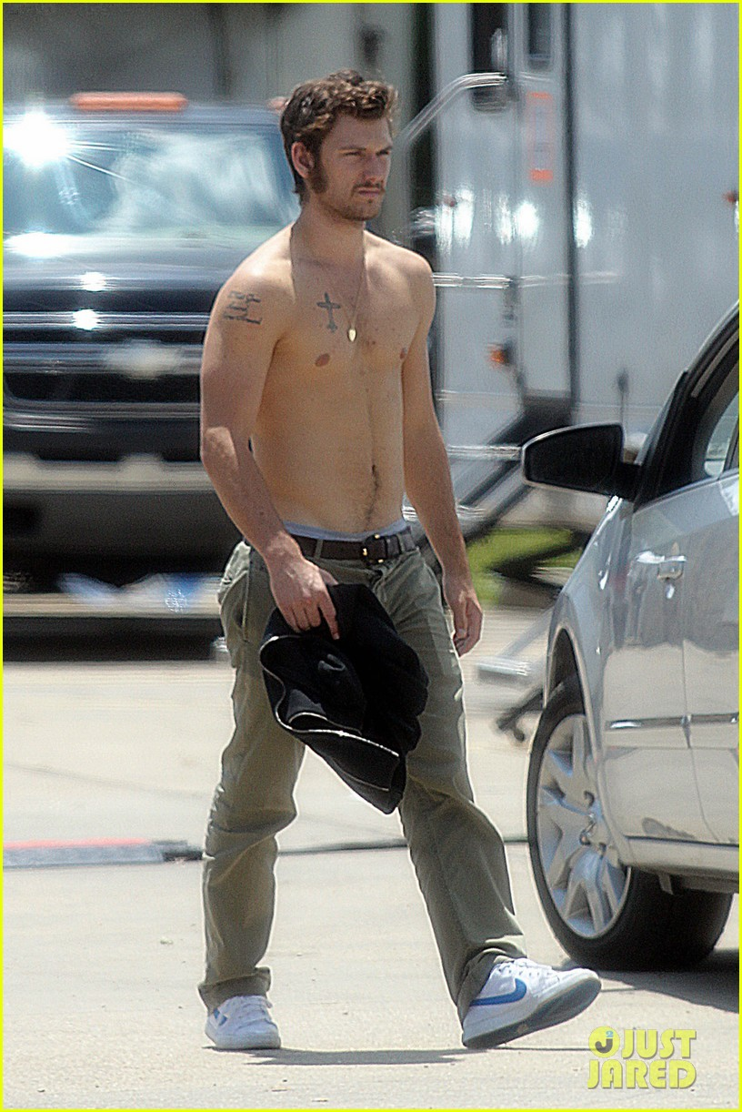 alex pettyfer shirtless on butler set 012706077