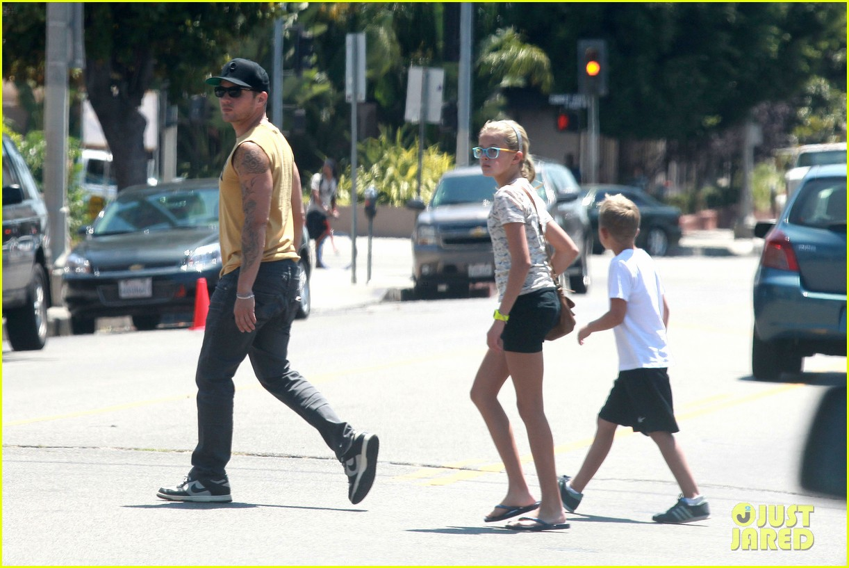 ryan phillippe roscoes chicken with ava deacon 022699361