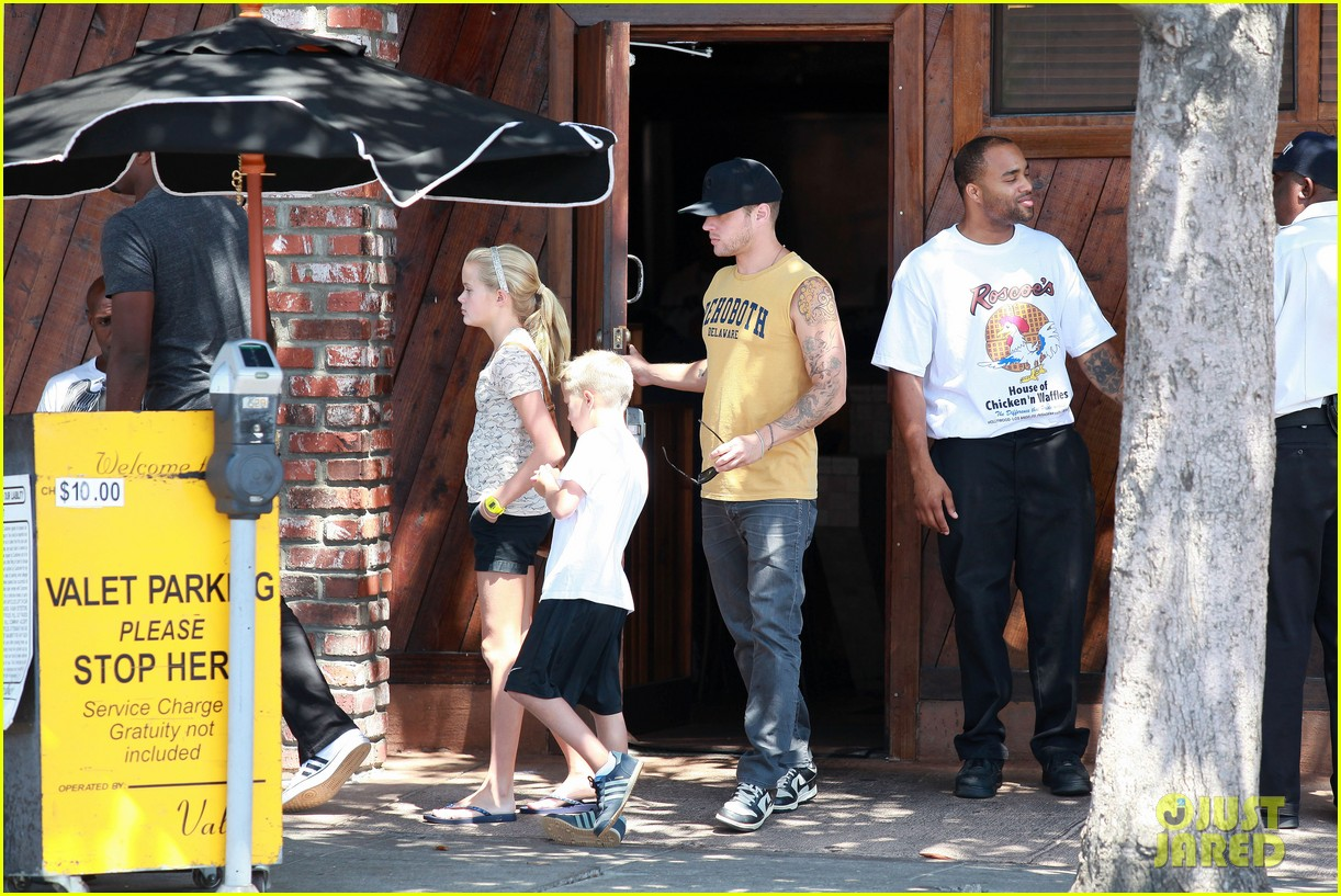 ryan phillippe roscoes chicken with ava deacon 04