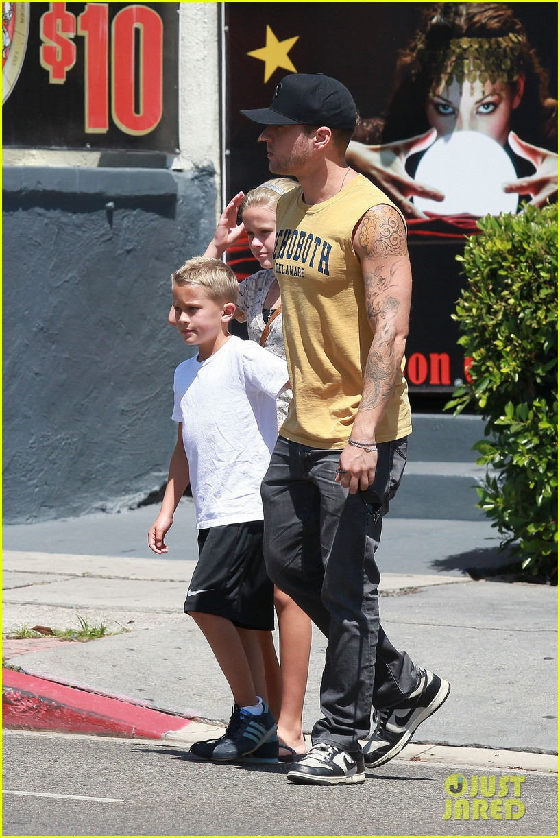 ryan phillippe roscoes chicken with ava deacon 062699365