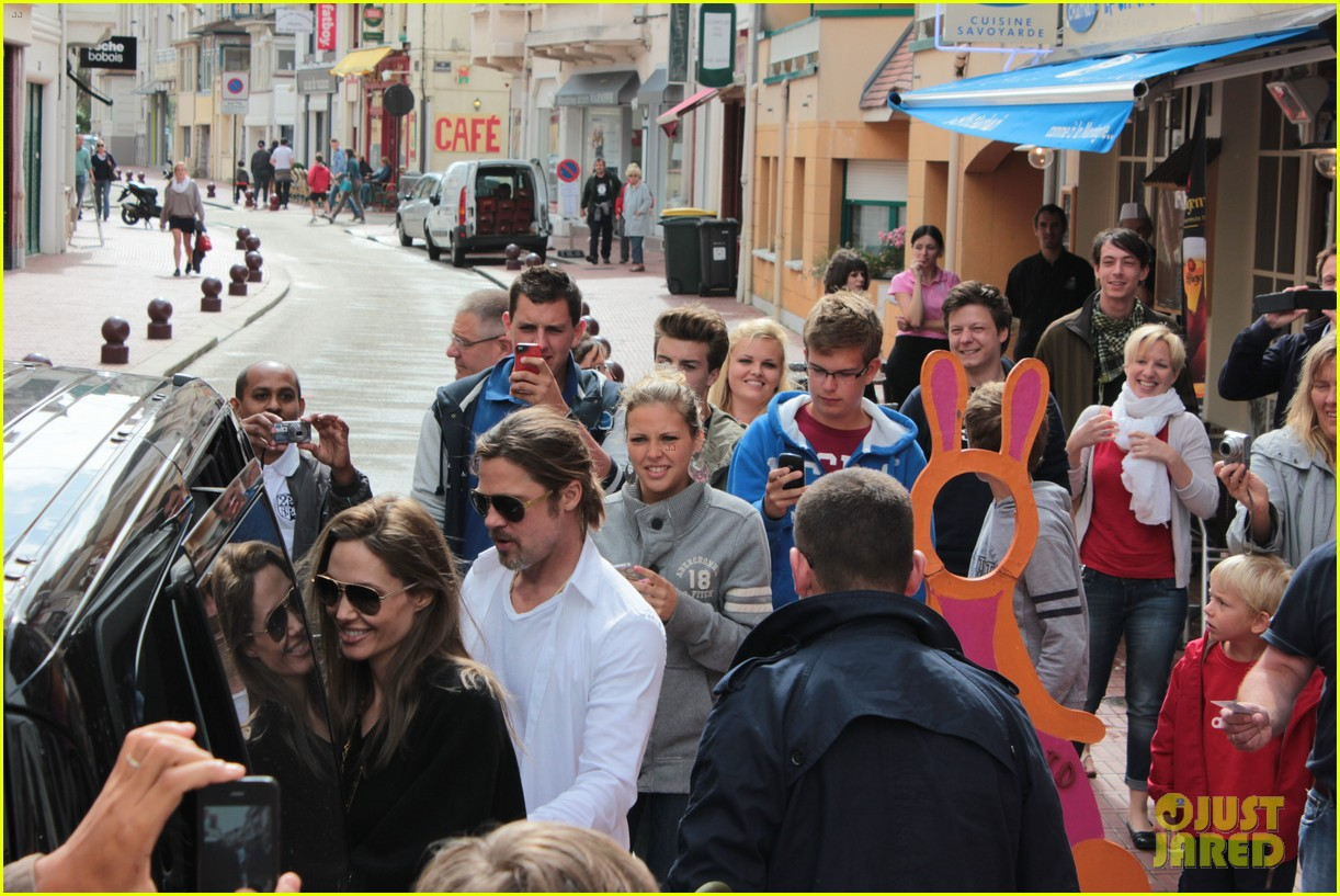 brad pitt angelina jolie le touquet with the kids 012709856