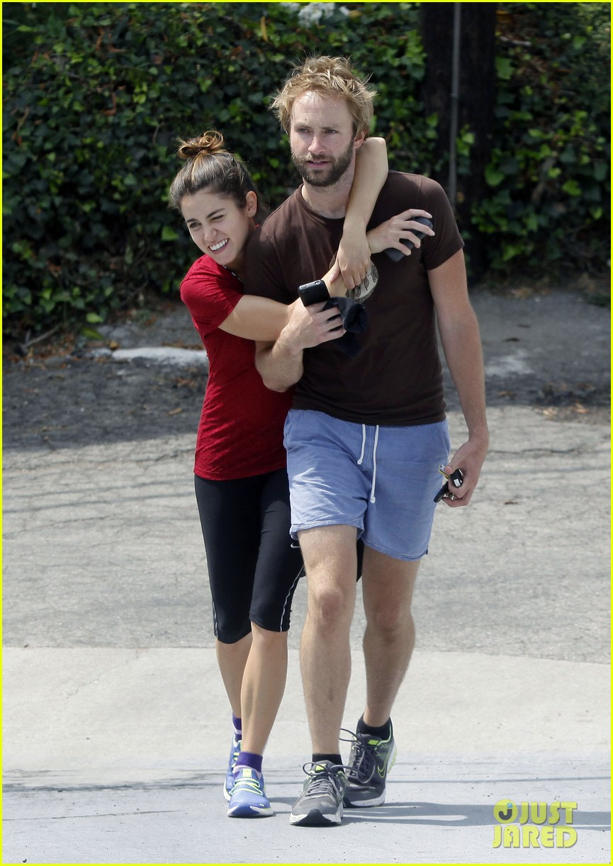 nikki reed paul mcdonald on a walk 03