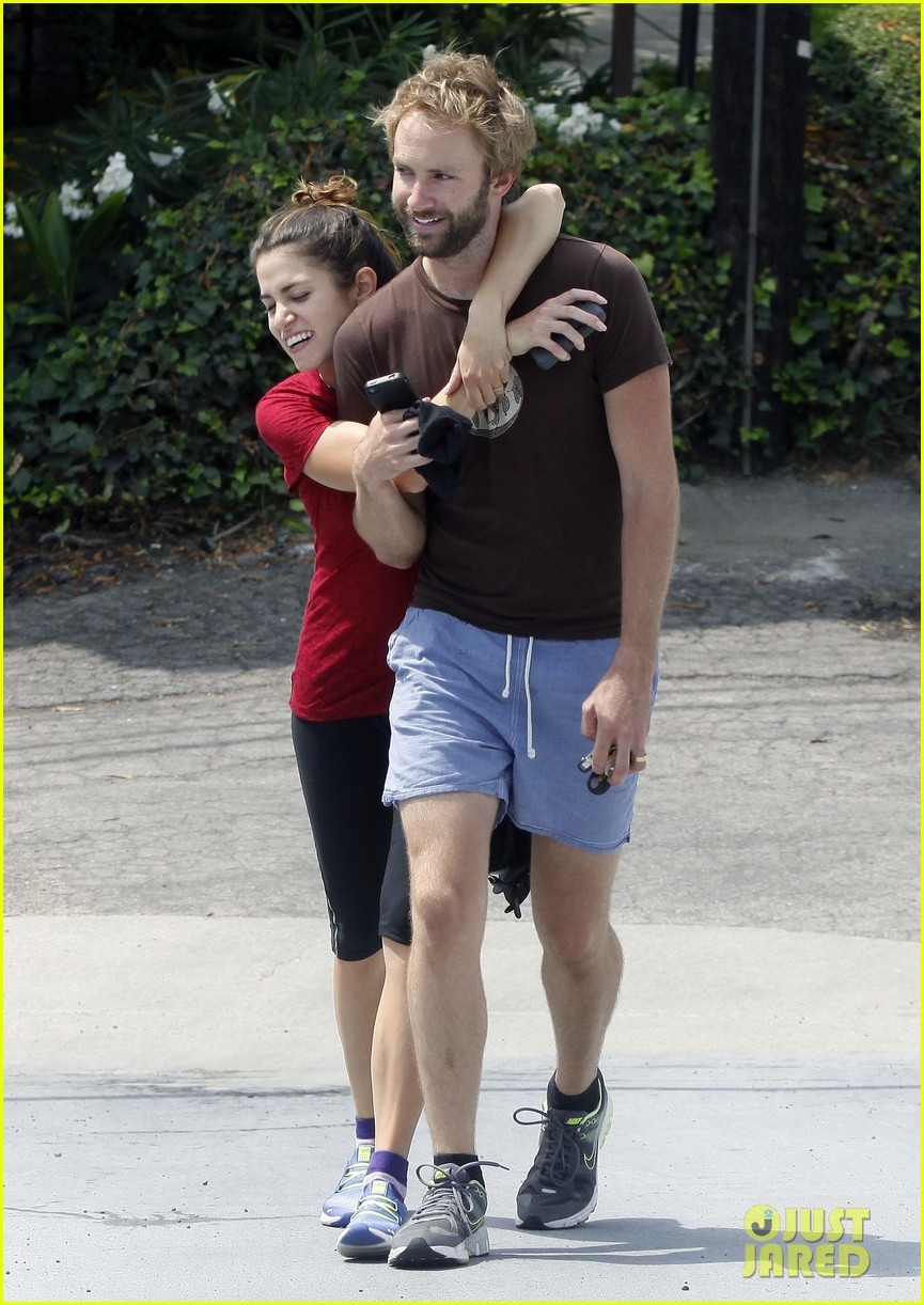 nikki reed paul mcdonald on a walk 042697231