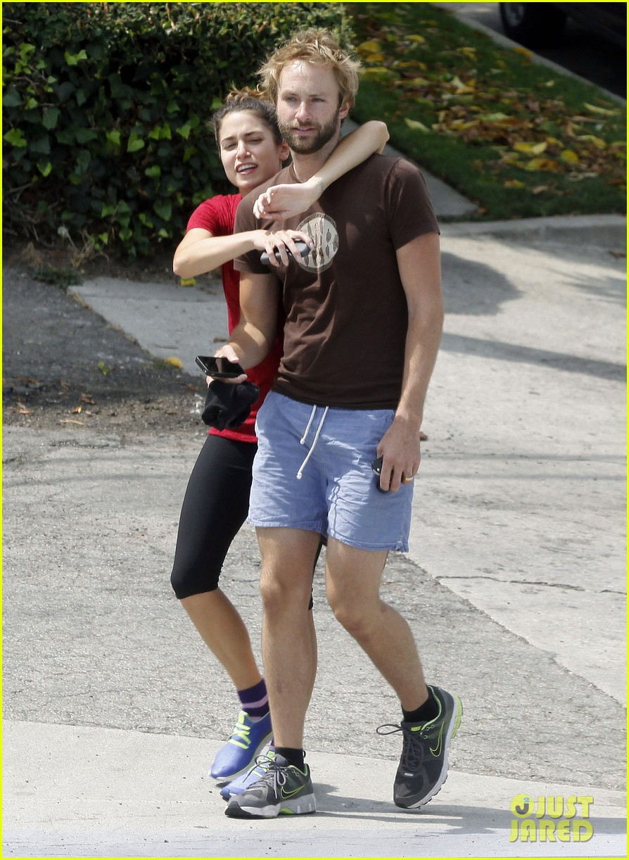 nikki reed paul mcdonald on a walk 05