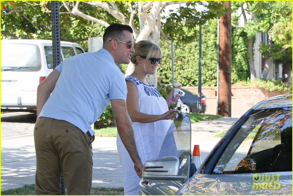 reese witherspoon ice cream break jim toth 042698556