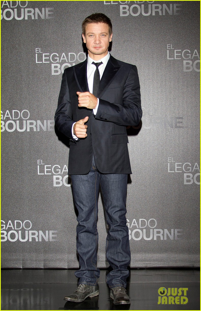 jeremy renner bourne legacy mexico city photo call 09