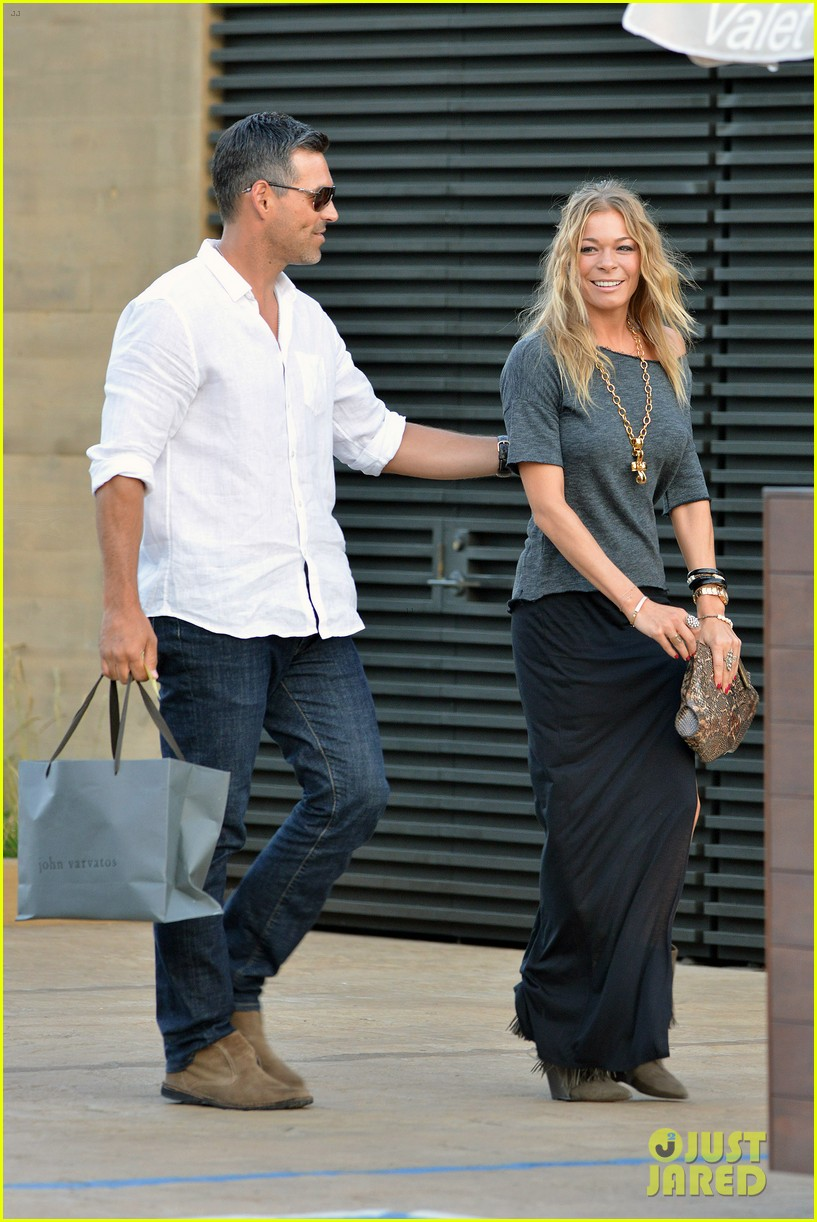 leann rimes birthday celebration with eddie cibrian 04