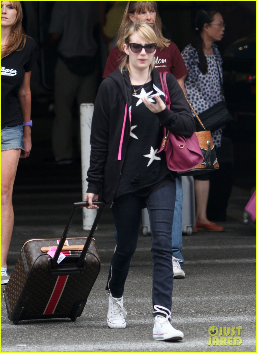 emma roberts starry sweater 012696577