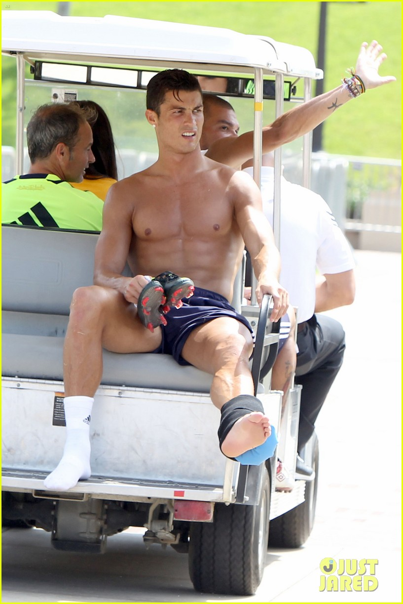 cristiano ronaldo shirtless after practice 052698425