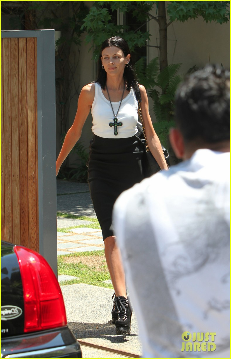 liberty ross visits lawyers office sans wedding ring 06