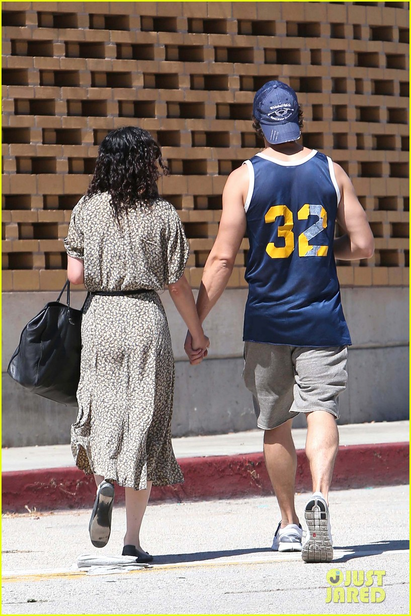 rumer willis jayson blair holding hands 042701677