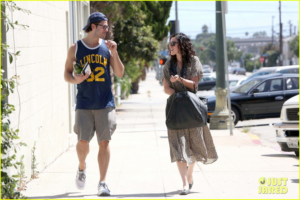 rumer willis jayson blair holding hands 06