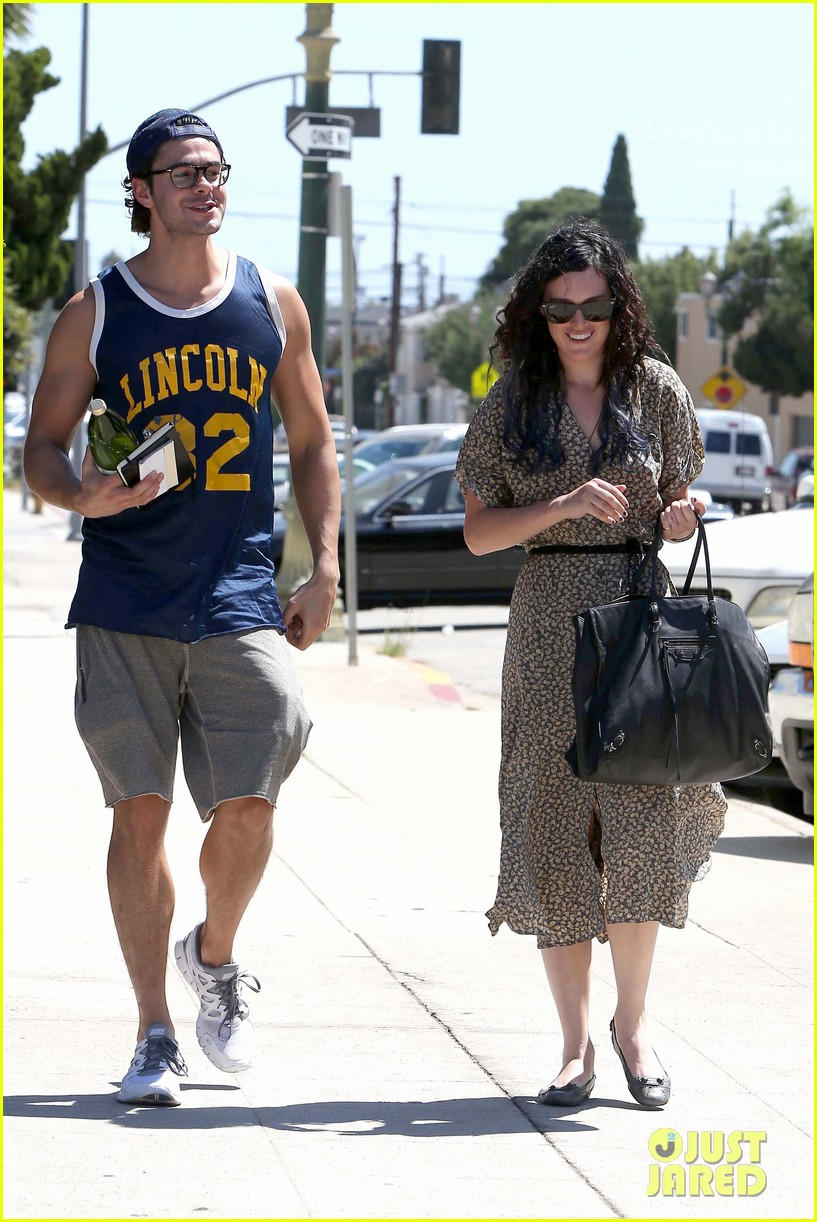 rumer willis jayson blair holding hands 07