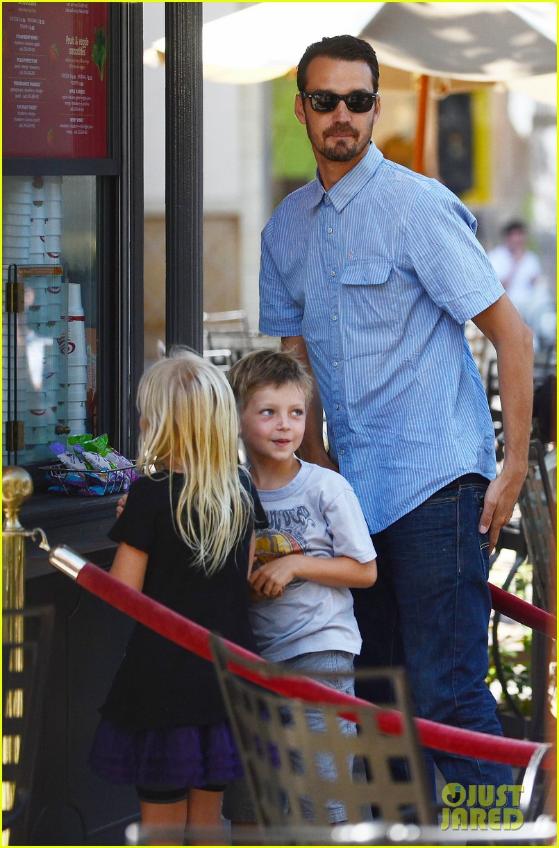 rupert sanders back to school shopping with the kids 032709238