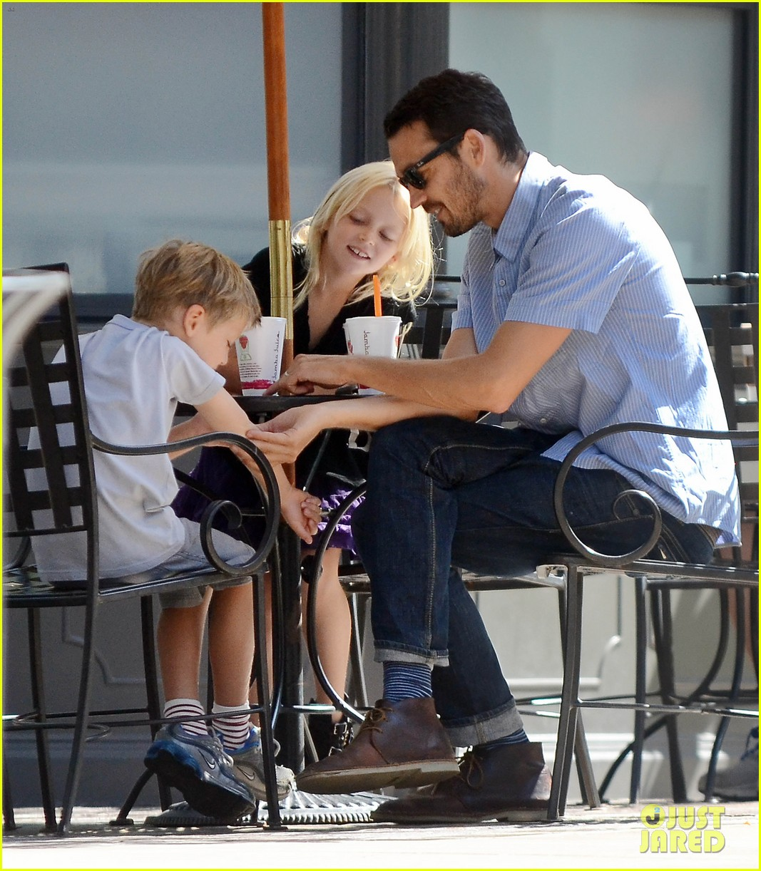 rupert sanders back to school shopping with the kids 052709240